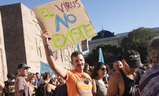 El virus que une a los negacionistas
