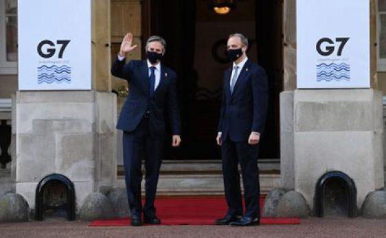 Los jefes de la diplomacia de EE UU, Antony Blinken (izquierda), y Reino Unido, Dominic Raab, el 5 de mayo en la cumbre del G-7 en Londres.